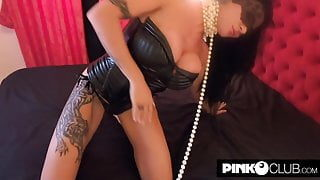 Perverted Amandha Fox assfucked and then squirts with a hand